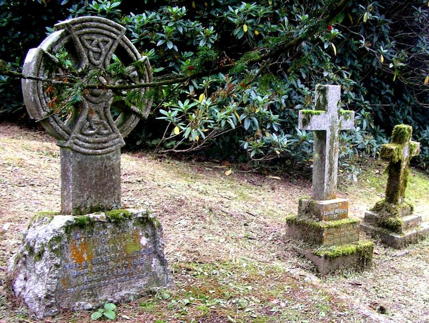 2006 - Graveyard - Lanhydrock, England
