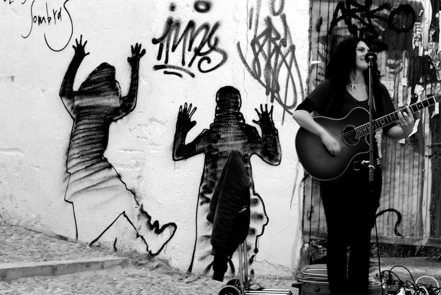 2009 - Acoustic Guitar&Woman - Granada, Spain