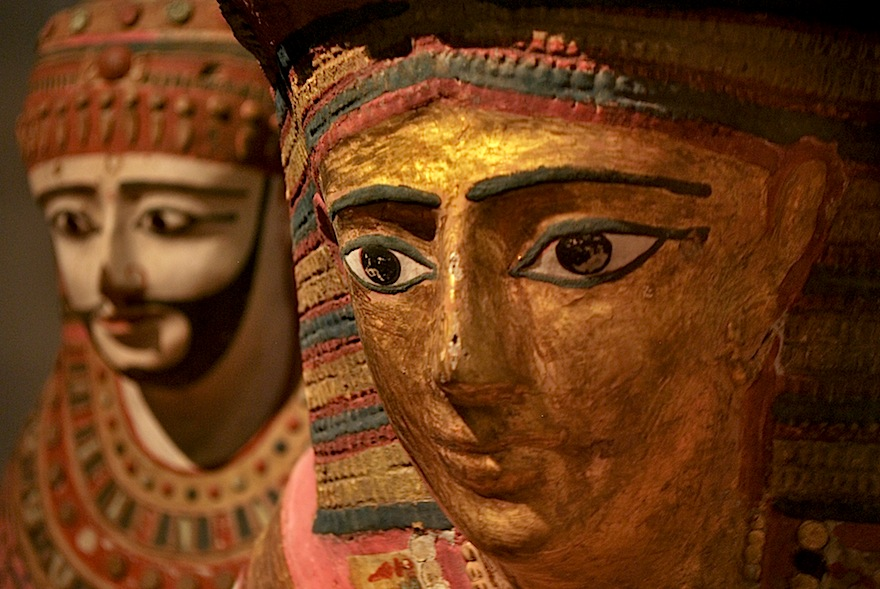 2009 - Egyptian stone heads - London, England